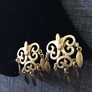 Jewelry - Vintage Graceful Golden Drop Clip Earrings